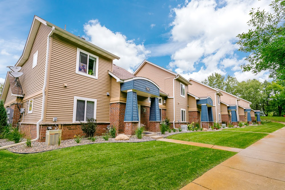 Lake Place Apartments & Townhomes
